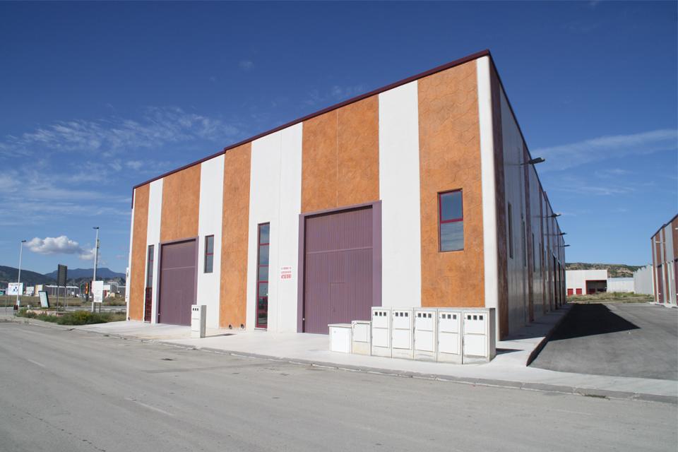 Construcción de cimentaciones y muros de naves industriales.