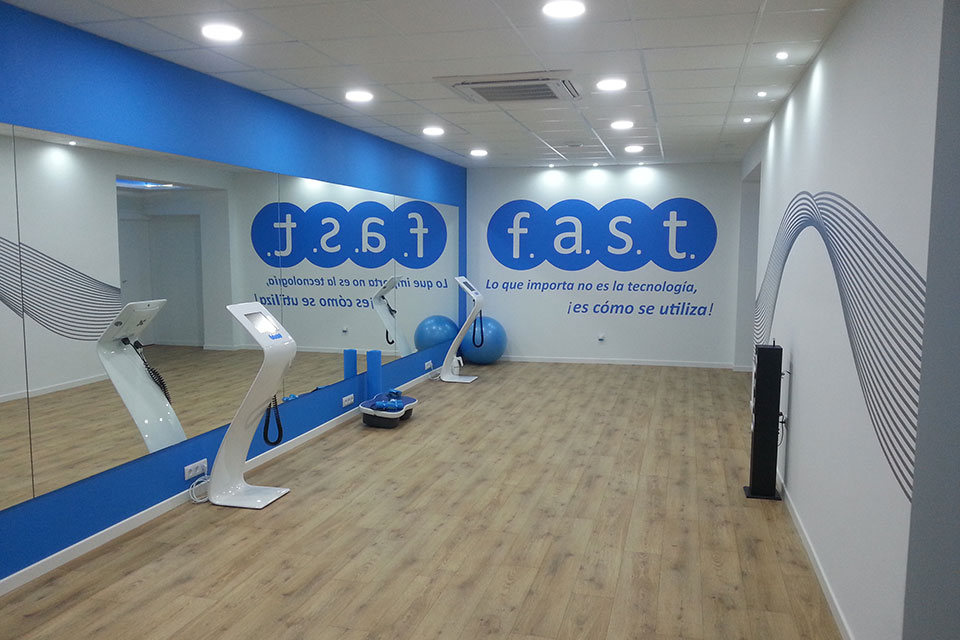 Reforma y Decoración de Local Gimnasio Fast Fitness en Elda